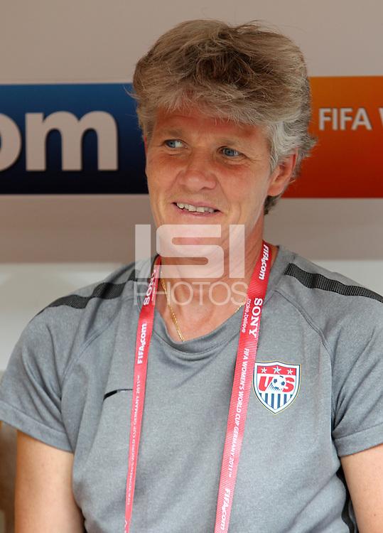 Dresden , 100711 , FIFA / Frauen Weltmeisterschaft 2011 / Womens Worldcup 2011 , Viertelfinale ,  .Brasilien (BRA) gegen USA  .Trainerin Pia Sundhage (USA)  .Foto:Karina Hessland .