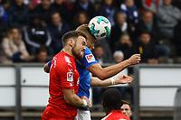 Felix Platte (SV Darmstadt 98) gegen Rafael Czichos (Holstein Kiel) - 28.10.2017: SV Darmstadt 98 vs. Holstein Kiel, Stadion am Boellenfalltor, 2. Bundesliga