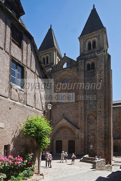 Europe/France/Midi-Pyrénées/12/Aveyron/Conques: Abbatiale Sainte-Foy de Conques. La façade principale et son tympan.