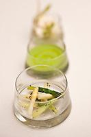 Europe/France/2A/Corse du Sud/Bonifacio: Les asperges, vertes et blanches, crues et cuites, croquantes et crémeuses, recette de Julien Diaz restaurant: Marina di Cavu,