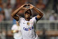 SAO PAULO SP, 16  MARCO 2013 - Paulistao 2013 - CORINTHIANS X UNIAO BARBARENSE  -  Jorge Henrique comemora gol  durante partida valida pelo campeonato paulista de 2013 no Estadio do Pacaembu em Sao Paulo, neste sabado, 16. (FOTO: ALAN MORICI / BRAZIL PHOTO PRESS).
