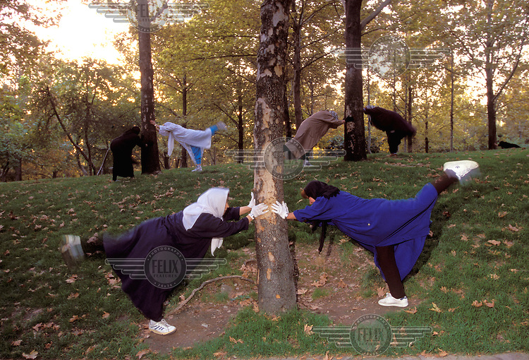 © Caroline Penn / Panos Pictures..Iranian women in sport..Tehran, Iran. October 1999...Dawn aerobics class in Mellat Park.