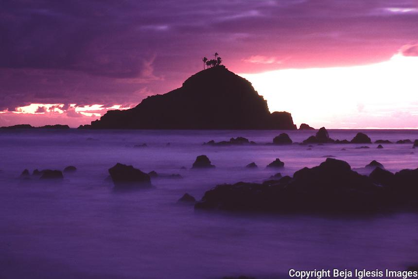 Scenics photos from around Maui Hawaii,Honolua bay,haelakala crater,wailea beach,Hookipa ,north shore maui,shugar cane,rainbow , sunsets,molokini, many beautiful photos from around the island enjoy.