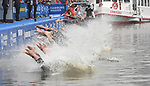 06.07.2019,  Innenstadt, Hamburg, GER, Hamburg Wasser World Triathlon, Elite Frauen, im Bild Start am Jungfernstieg an der Binnenalster Foto © nordphoto / Witke *** Local Caption ***