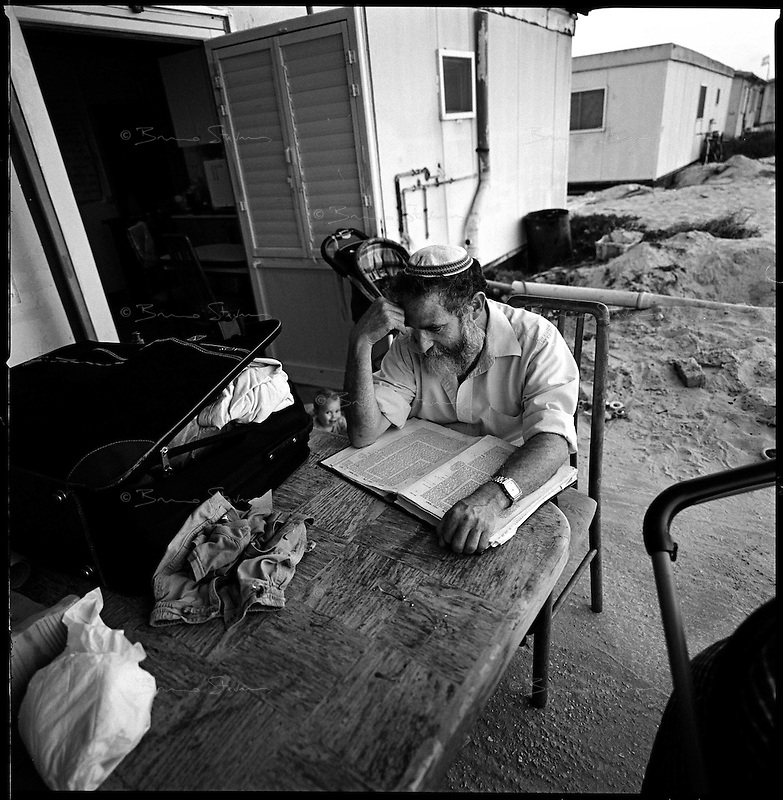 Shirat Ayam Settlement, Gaza strip Israel, Aug. 2005 .Studying the Torah, hours before the evacuation.