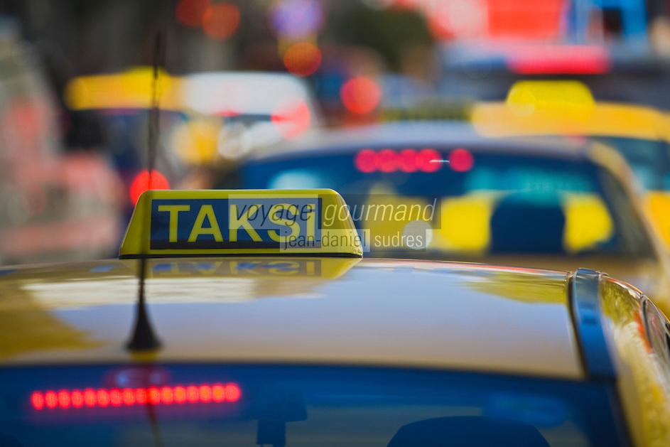 Europe/Turquie/Istanbul : Taxi dans la circulation
