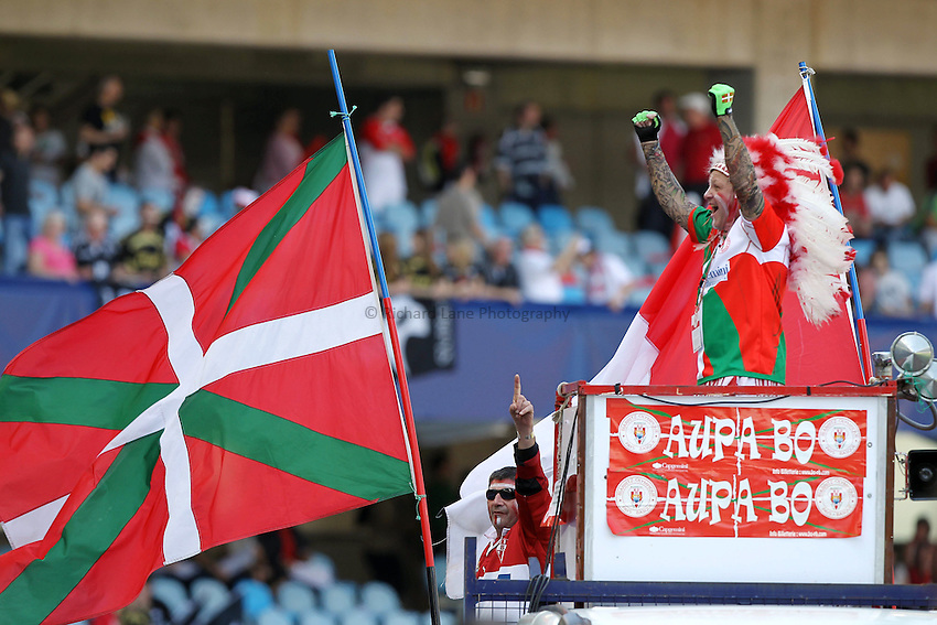 Photo: Iconsport/Richard Lane Photography. Biarritz Olympique v Ospreys. Heineken Cup Quarter Final. 10/04/2010. Biarritz fans.