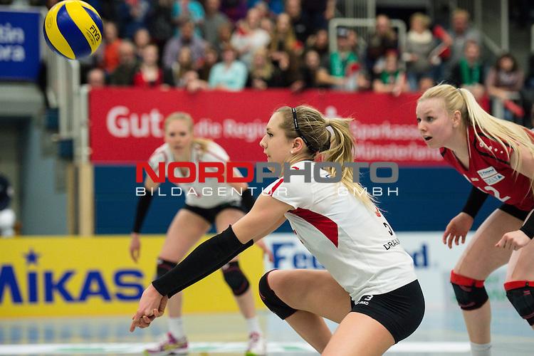 21.02.2015, Halle Berg Fidel, Muenster<br /> Volleyball, Bundesliga Frauen, USC M&uuml;Ÿnster / Muenster vs. Rote Raben Vilsbiburg<br /> <br /> Annahme Rebecka Lazic (#3 Vilsbiburg)<br /> <br />   Foto &copy; nordphoto / Kurth