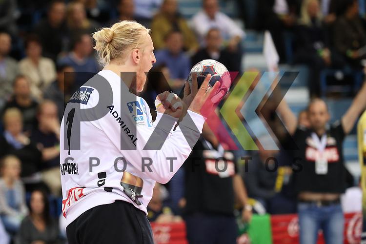 Gummersbach, 05.10.16, Sport, Handball, DKB Handball Bundesliga, Saison 2016/2017, 7. Spieltag,  VfL Gummersbach - Rhein-Neckar Loewen : Jubel nach gehaltenen Ball, Mikael Appelgren (Rhein-Neckar-Loewen, #01) beim Spiel VfL Gummersbach - Rhein Neckar Loewen.<br /> <br /> Foto &copy; PIX-Sportfotos *** Foto ist honorarpflichtig! *** Auf Anfrage in hoeherer Qualitaet/Aufloesung. Belegexemplar erbeten. Veroeffentlichung ausschliesslich fuer journalistisch-publizistische Zwecke. For editorial use only.