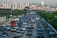 SÃO PAULO, SP, 22.01.2019: TRÂNSITO-SP - Motoristas enfrentam trânsito intenso na Marginal Pinheiros, sentido bairro na altura da Raia da USP, na zona Sul de São Paulo, na manhã desta terça-feira (22). (Foto: Marivaldo Oliveira/Código19)