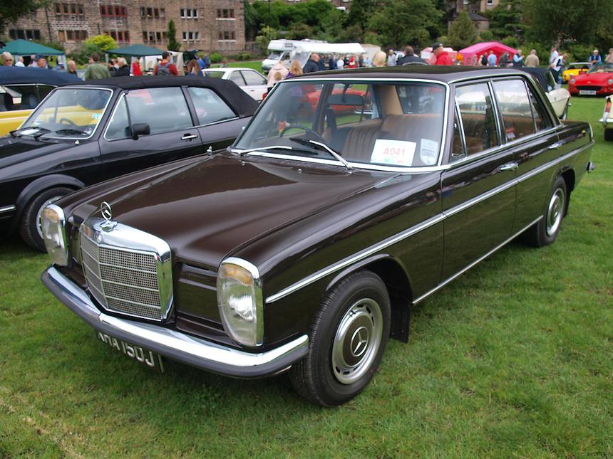Mercedes Benz 220 Saloon Cars - 1970