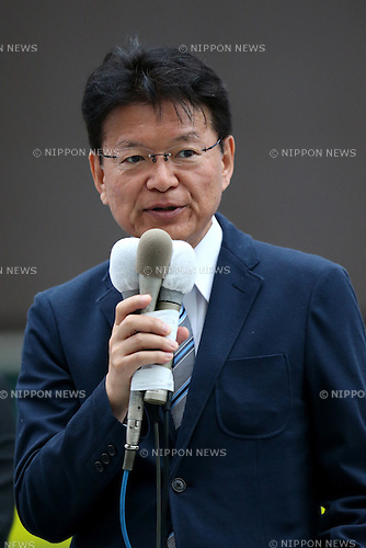 Akira Nagatsuma, acting president of the main opposition Democratic Party (DP) attends a stump speech in support of Toshio Ogawa, a DP candidate, in Tokyo's Shinjuku area, Japan on June 22, 2016. Official election campaign kicked off on Wednesday for the July 10 upper house election. (Photo by AFLO)