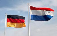 Nederlandse  en Duitse vlag