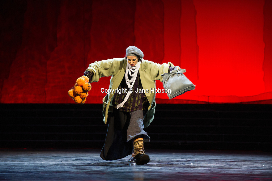 Edinburgh, UK. 29.08.2012. Mariinsky Ballet presents CINDERELLA as part of the Edinburgh International Festival. Picture shows: Elena Bazhenova (fairy-tramp). Photo credit: Jane Hobson.