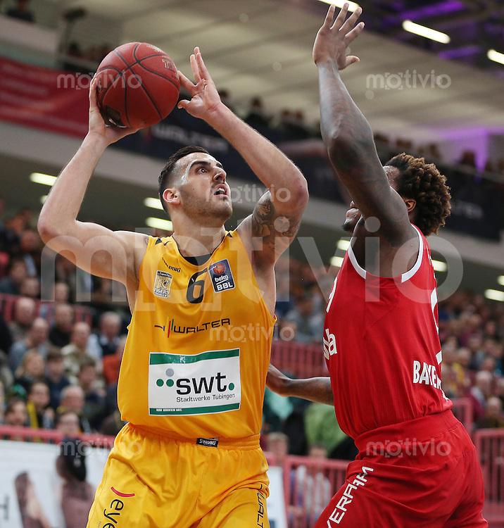 Basketball  1. Bundesliga  2015/2016  Hauptrunde  16. Spieltag  30.12.2015 Walter Tigers Tuebingen -  FC Bayern Muenchen Mahir Agva (li, Tigers) gegen Deon Thompson (FC Bayern Muenchen)