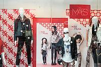 SÃO PAULO, SP, 06.05.2015 - COMÉRCIO-MÃE - Comércio se prepara para o Dia das Mães, na Praça do Patriarca na região central da cidade de São Paulo nesta quarta-feira, 06 (Foto: Marcos Moraes / Brazil Photo Press)
