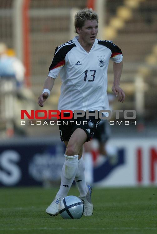 U21 - EM 2004 - Gruppe B<br /> Deutschland vs. Schweiz 2:1<br /> Bastian Schweinsteiger von Deutschland.<br /> Foto &copy; nordphoto - Ruediger Lampe<br /> <br />  *** Local Caption *** Foto ist honorarpflichtig! zzgl. gesetzl. MwSt.<br />  Belegexemplar erforderlich<br /> Adresse: nordphoto<br /> Georg-Reinke-Strasse 1<br /> 49377 Vechta