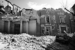 EARTHQUAKE IN ABRUZZO: THE FIRST 72 HOURS..L'AQUILA, PAGANICA, ONNA..Il palazzo del governo.