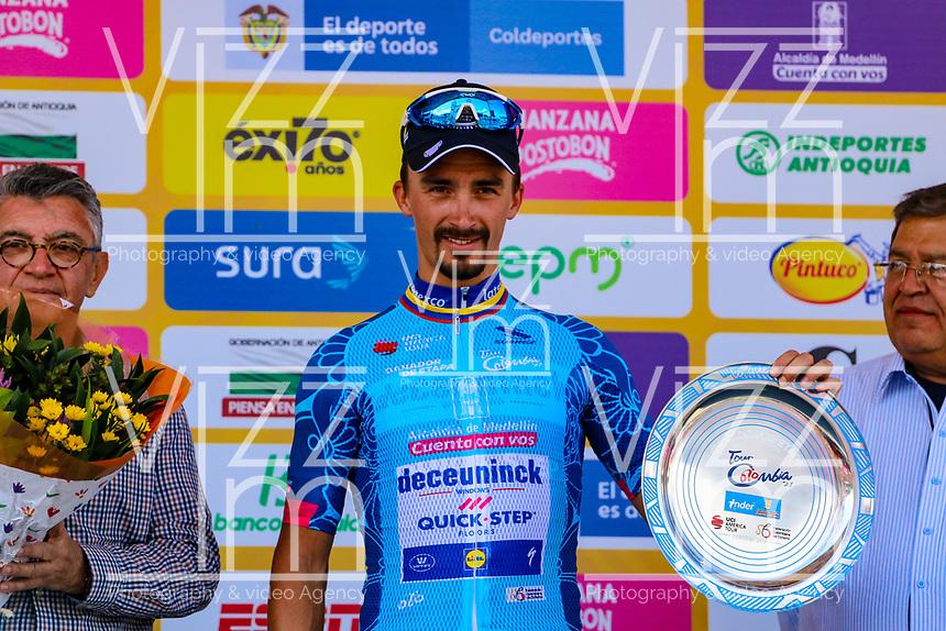 LA UNION - COLOMBIA, 16-02-2019: Julian ALAPHILIPPE (FRA), Deceuninck - Quick Step Floors, celebra como líder general después de la la quinta etapa del Tour Colombia 2.1 2019 con un recorrido de 176.8 Km, que se corrió con salida y llegada en La Union, Antioquia. / Julian ALAPHILIPPE (FRA), Deceuninck - Quick Step Floors, celebrates as overal leader after of the fifth stage of 176.8 km of Tour Colombia 2.1 2019 that ran with start and arrival in La Union, Antioquia.  Photo: VizzorImage / Anderson Bonilla / Cont