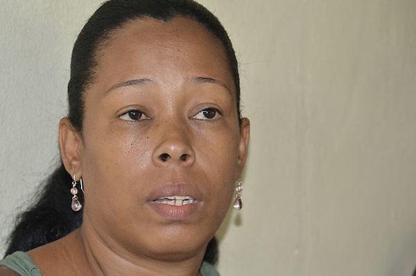 Madre de la joven  Bety Morel  Bilomal, supuesta asesina de Cristina Cabrera, por mensaje en facebook.Fotos: Carmen Suárez/acento.com.do.Fecha: 12/10/2011.
