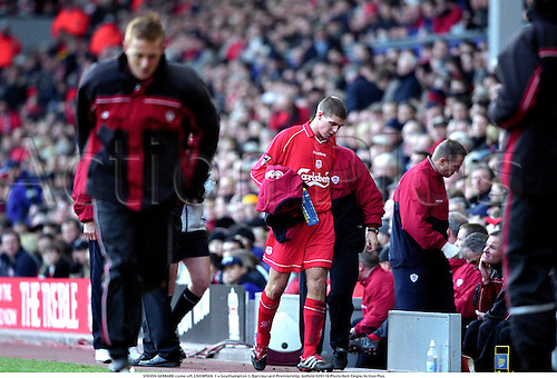 STEVEN GERRARD come off, LIVERPOOL 1 v Southampton 1, Barclaycard Premiership, Anfield 020119 Photo:Neil Tingle/Action Plus...2002.Soccer.Football.Premier league.association.english club clubs
