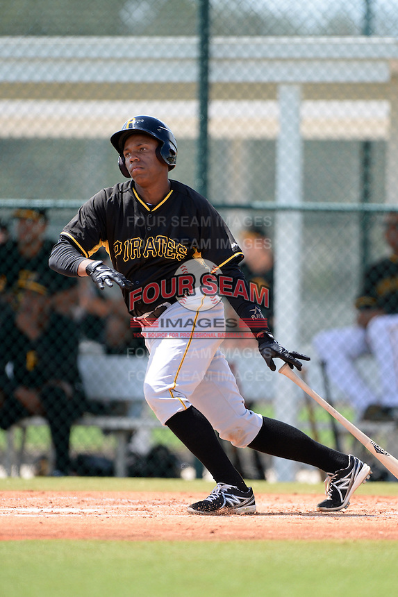 Pittsburgh Pirates third baseman Julio de la Cruz (16) during an Instructional League intersquad scrimmage on September 29, 2014 at the Pirate City in Bradenton, Florida.  (Mike Janes/Four Seam Images)