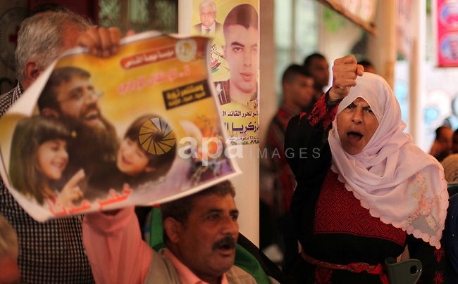 Palestinians take part in a protest demanding release the prisoners in Israeli jails, in front of Red cross office, in Gaza city, on June 15, 2015. Photo by Ashraf Amra