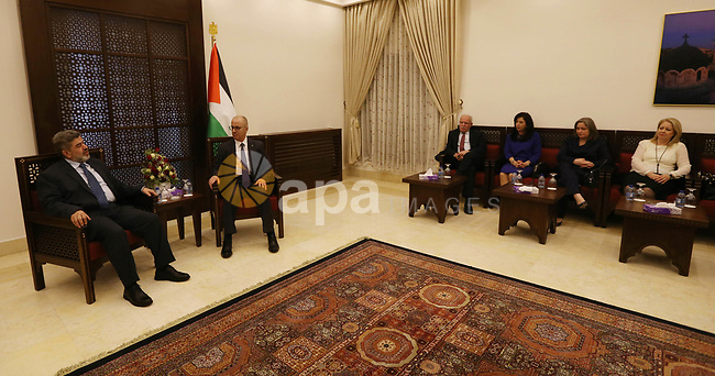 Palestinian Prime Minister, Rami Hamdallah, meets with a delegation from the Committee for the reconstruction of Yarmouk camp in Syria, in the West Bank city of Bethlehem, on January 6, 2019. Photo by Prime Minister Office