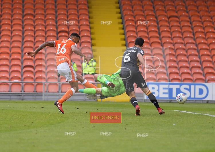 08/09/2018 Sky Bet League 1 Blackpool v Bradford City<br /> <br /> Curtis Tilt scores the third Blackpool goal