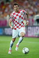 FUSSBALL  EUROPAMEISTERSCHAFT 2012   VORRUNDE Kroatien - Spanien                 18.06.2012 Mario Mandzukic (Kroatien) Einzelaktion am Ball