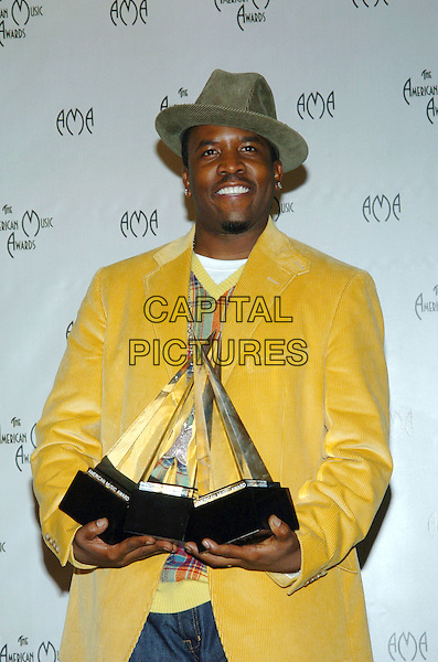 BIG BOI - OUTKAST.32nd Annual American Music Awards held at the Shrine Auditorium. .14 November 2004.half length, award, trophy, hat, yellow jacket, cordouroy.www.capitalpictures.com.sales@capitalpictures.com.© Capital Pictures.