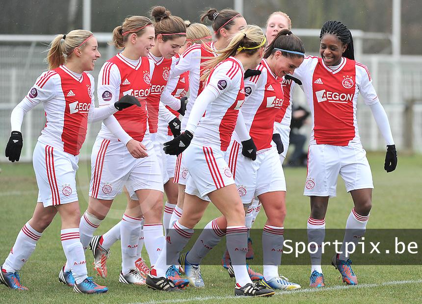Beerschot Dames - AJAX Amsterdam Dames : Babiche Roof scoort de 1-0 voor Ajax  en viert dit met haar ploegmaats.foto JOKE VUYLSTEKE / Vrouwenteam.be