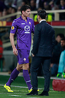 Calcio, ritorno degli ottavi di finale di Europa League: Fiorentina vs Juventus. Firenze, stadio Artemio Franchi, 20 marzo 2014. <br /> Fiorentina forward Mario Gomez, of Germany, passes past coach Vincenzo Montella, right, as he leaves the pitch during the Europa League round of 16 second leg football match between Fiorentina and Juventus at Florence's Artemio Franchi stadium, 20 March 2014. Juventus won 1-0 to advance to the round of eight.<br /> UPDATE IMAGES PRESS/Isabella Bonotto