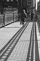 walking bridge, Chicago River