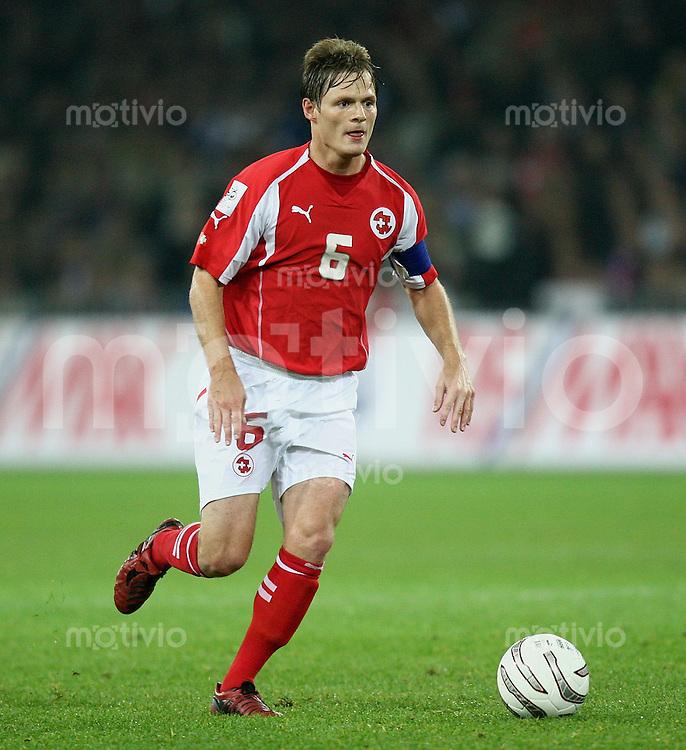 Fussball International WM Qualifikation Schweiz 1-1 Frankreich Johann Vogel (SUI) am Ball