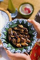"""Asie/Thaïlande/Env de Chiang Mai : Réception à la """"Mae Sa Valley Resort"""" - Saucisses de porc à la citronnelle, oignons et feuilles de bergamote"""
