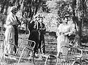 Iraq 1971  <br /> In a garden, right, Zayd Ahmad Othman with visitors  <br /> Irak 1971 <br /> Dans un jardin, a droite, Zayd Ahmasd Othman avec des visiteurs