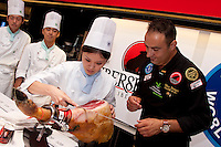 Nico Jimenez from Spain teaches students from the hattori cooking school to slice Iberico ham before he, breaks the world record for the longest slice of meat with an Iberico Ham from sposor, Iberselec, that he sliced to a length of 13 metres, 35 centimetres. This broke his own world record, set in 2008, by three centimetres. Hattori school of nutrition, Yoyogi, Tokyo, Japan. September 23rd 2010