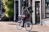 Nederland  Haarlem  2019.  Bezorger van Uber Eats.   Berlinda van Dam / Hollandse Hoogte