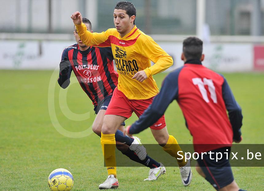 Racing Waregem - FC Bleid Gaume : Monssef Znagui aan de bal.foto VDB / Bart Vandenbroucke