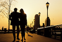 Couple walking towards the yellow sunset on a street with a lamp foto, reise, photograph, image, images, photo,<br />