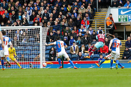 21.02.2016. Ewood Park, Blackburn, England. Emirates FA Cup 5th Round. Blackburn Rovers versus West Ham United. West Ham midfielder Victor Moses  scores his side's first goal to equalise at 1-1.