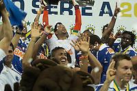 BELO HORIZONTE, MG, 01.12.2013 &ndash; CAMPEONATO BRASILEIRO 2013 &ndash; CRUZEIRO X BAHIA Fabio do Cruzeiro comemorando o titulo de campe&atilde;o Brasileiro 2013  partida durante jogo valido<br /> 37 &ordf; rodada Campeonato Brasileiro 2013, no est&aacute;dio Miner&atilde;o, na tarde deste Domingo (01) (Foto: Marcos Fialho / Brazil Photo Press)