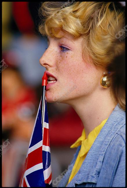 Spectators at the wedding of Prince Andrew to Sarah Ferguson. London, England, July 1986.