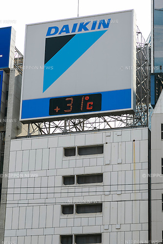 A thermometer said 31 degrees Celsius at Shinjuku on May 23, 2016, Tokyo, Japan. Tokyo registered its hottest day of the year so far with temperatures hitting 31C degrees in Shinjuku at 3pm. (Photo by Rodrigo Reyes Marin/AFLO)