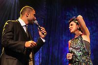 SAO PAULO, SP, 31 DE JANEIRO 2012. Os cantores Diogo Nogueira e Mariana Aydar, se apresentam na Exposamba, na noite em que o homenageado foi o cantor Joao Nogueira, no HSBC BRASIL, em Santo Amaro, regiao sul de SP, na noite desta terca-feira, 31. FOTO: MILENE CARDOSO - NEWS FREE