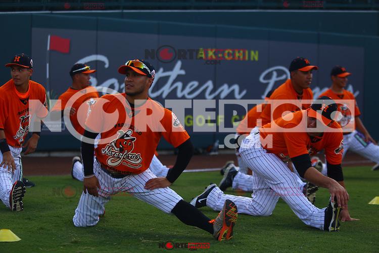 Jorge Flores y Jonathan Aceves  catcher de Naranjeros , previo al juego contra Aguilas de Mexicali, la Fiesta Mexicana del beisbol  celebrada  en el estadio Sloan Park de Phoenix (Meza) Arizona, el 18 de Septiembre del 2015.<br /> <br /> CreditoFoto:LuisGutierrez<br /> TodosLosDerechosReservados<br /> ElIMPARCIAL