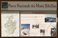 ITA, Italien, Marken, Informationsschild im Nationalpark Sibillinische Berge | ITA, Italy, Marche, Information sign at National Park Sibillini mountains