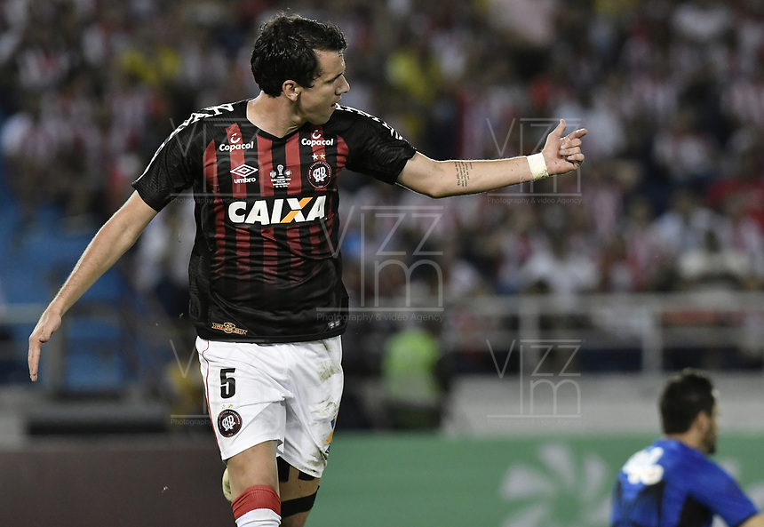 BARRANQUIILLA - COLOMBIA, 05-12-2018: Pablo del Paranaense celebra después de anotar el primer gol de su equipo a Junior durante el encuentro entre Atlético Junior de Colombia y Atlético Paranaense de Brasil por la final, ida, de la Copa CONMEBOL Sudamericana 2018 jugado en el estadio Metropolitano Roberto Meléndez de la ciudad de Barranquilla. / Pablo of Paranaense celebrates after scoring the first goal of his team to Junior during a final first leg match between Atletico Junior of Colombia and Atletico Paranaense of Brazil as a part of Copa CONMEBOL Sudamericana 2018 played at Roberto Melendez Metropolitan stadium in Barranquilla city.  Photo: VizzorImage / Gabriel Aponte / Staff