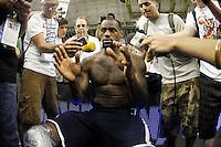 BARCELONA, ESPANHA, 23 JULHO 2012 - TREINO SELECAO AMERICANA DE BASQUETE - LeBron James fala com jornalistas durante sessao de treino da selecao norte americana de basquete em Barcelona na Espanha, nesta segunda-feira. A equipe se prepara para a estreia nas Olimpiadas 2012. (FOTO: ALFAQUI / BRAZIL PHOTO PRESS).